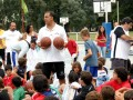Huevo Sánchez  Album: Campus Verano 2008  Febrero, día 7. Todos reciben un balón como obsequio.