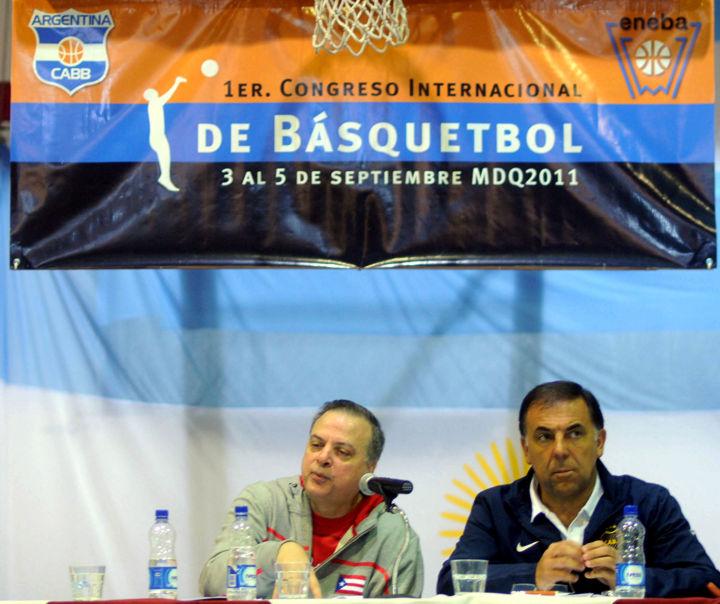 Huevo Sánchez  Con Carlos Morales. 1º Congreso Internacional de Básquetbol.  Album: Mis Fotos  Dimensiones: 720x604