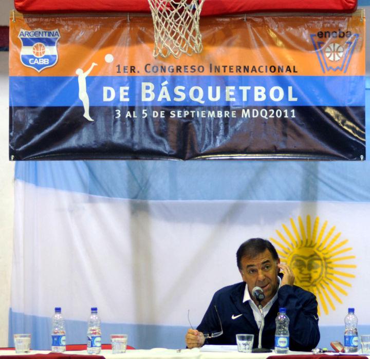 Huevo Sánchez  1º Congreso Internacional de Básquetbol.  Album: Mis Fotos  Dimensiones: 720x699