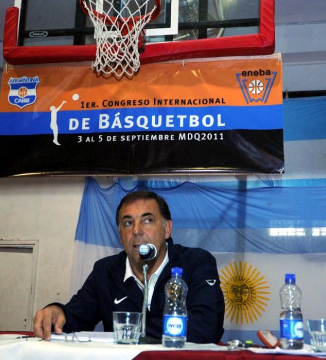 Huevo Sánchez  1º Congreso Internacional de Básquetbol.  Album: Mis Fotos  Dimensiones: 634x700