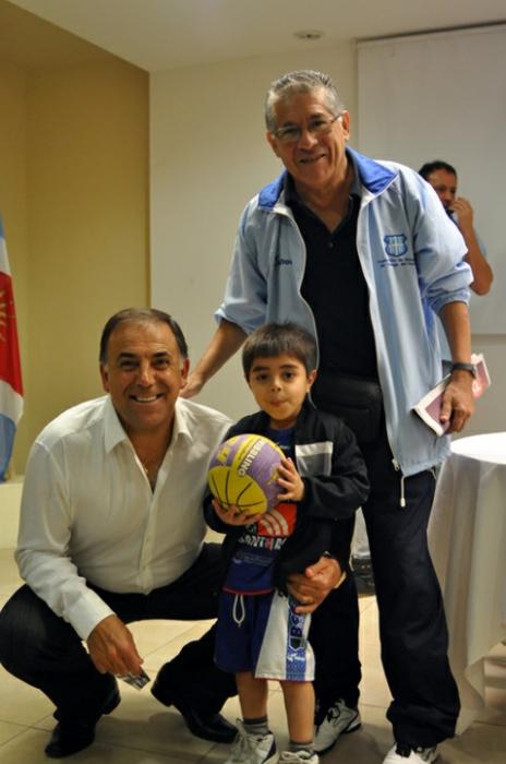 Huevo Sánchez  Con Cacho Banegas y su nieto  Album: Mis Fotos  Dimensiones: 464x700