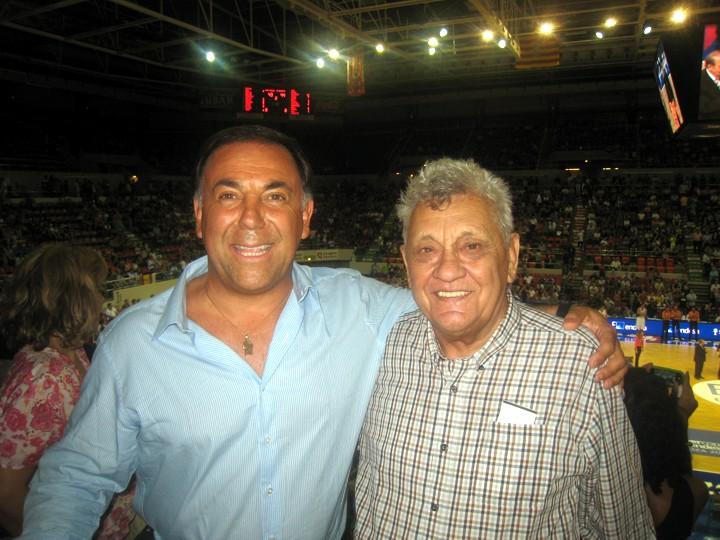 Huevo Sánchez  Con el Gran Maestro Ranko Zeravica, quién me enseño en mi primer Clinic en Obras 1979  Album: Mis Fotos  Dimensiones: 720x540