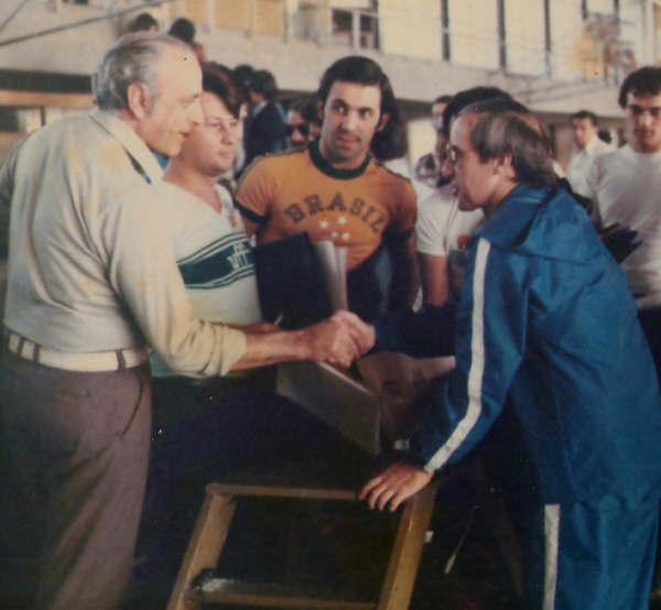 Huevo Sánchez  Con Deán Petersen (un grande) en el Congreso sudamericano de San Pablo Brasil 1979  Album: Mis Fotos  Dimensiones: 600x554