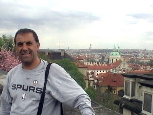 Huevo Sánchez  En la hermosa ciudad de Praga  Album: Euroliga 2006  Dimensiones: 600x450