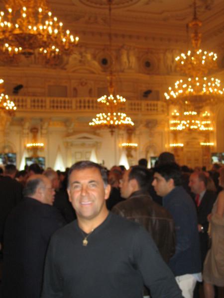 Huevo Sánchez  Fiesta de Gala de Euroliga en el Castillo de Praga  Album: Euroliga 2006  Dimensiones: 450x600