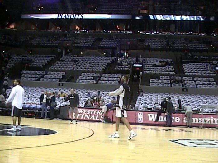 Huevo Sánchez  Album: Finales NBA 2008  Dimensiones: 700x525