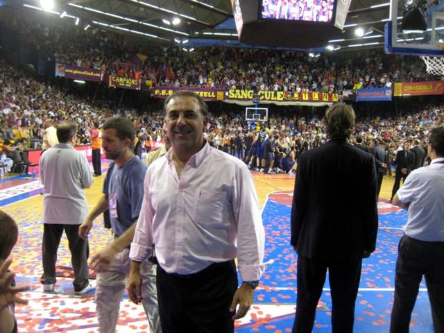 Huevo Sánchez  En la cancha de Barcelona (El Palau) donde salio campeón el barse  Album: Forum Entrenadores 2009  Dimensiones: 640x480