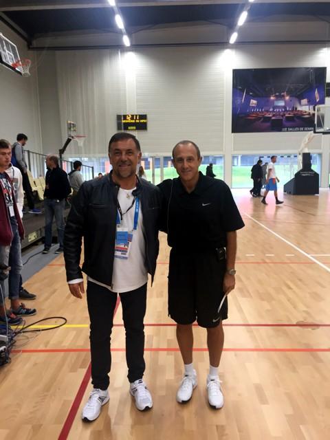 Huevo Sánchez  Con Ettore Mesina  Album: Eurobasket 2015  Dimensiones: 480x640