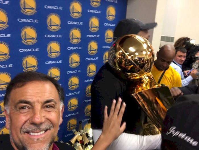 Huevo Sánchez  Album: Finales NBA 2017  Dimensiones: 700x526