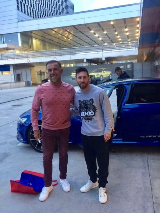 Huevo Sánchez  Nos es LeBron pero algo juega  Album: Euroliga 2018  Dimensiones: 525x700